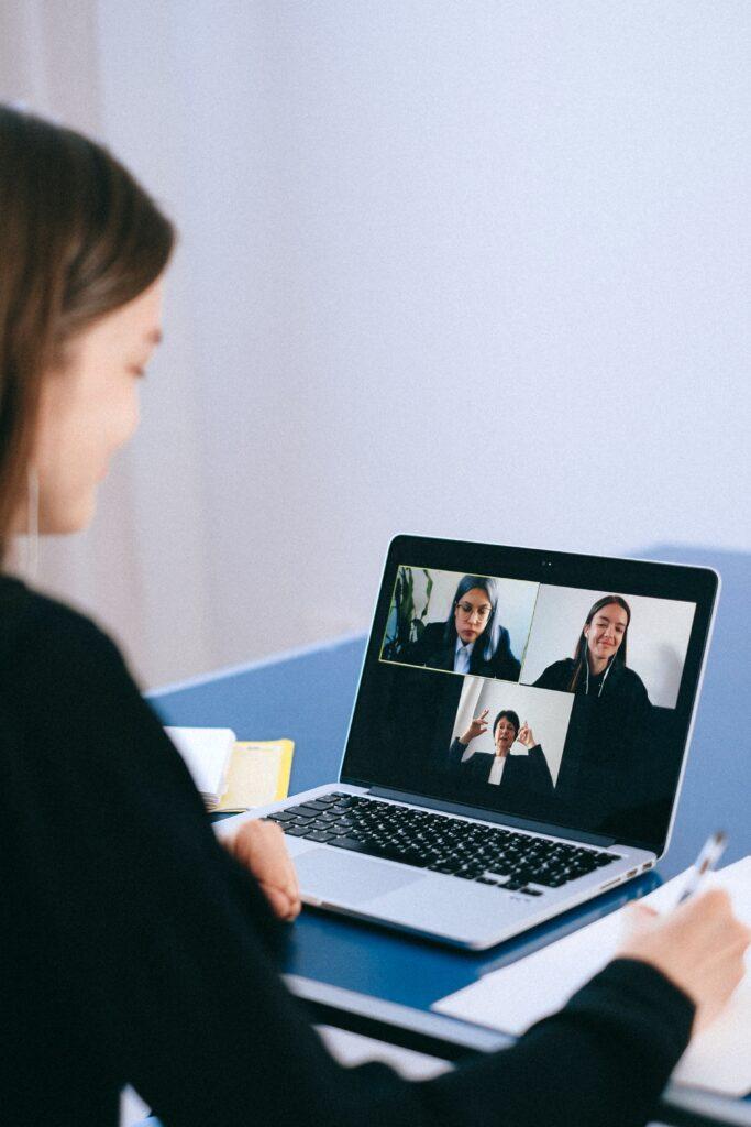 Führungskräfteentwicklung digital